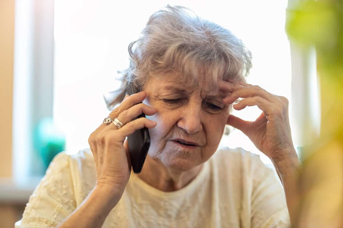 Best Phones For People With Alzheimer's or Dementia